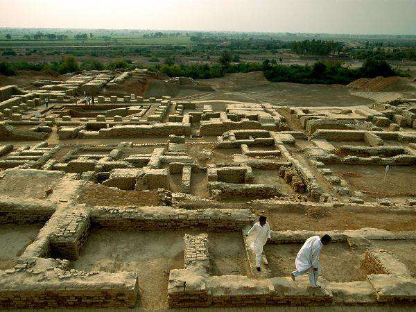 This site in Sindh, Pakistan is one of the earliest major urban settlements, with signs of both city planning, social organization and a draining system. An estimated 40,000 people lived in the area.