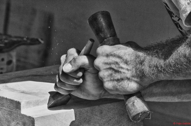 Working hands-1509
