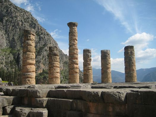 1024px-Columns_of_the_Temple_of_Apollo_at_Delphi,_Greece